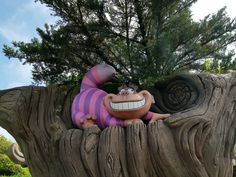 """Do you love """"Alice in Wonderland""""? If so, you have to discover these twenty secrets, curiosities, funny facts and other charming details about """"Alice's Curious Labyrinth"""", at Disneyland Paris! This photo guide will allow you to visit the attraction, while looking for all the points of interest that you cannot miss! You'll also get to know the true story behind this walkthrough, as well as the most instagrammable spots! And the best part? It's recommended for all ages! Beautiful World, Beautiful Places, Disneyland Paris, Funny Facts, True Stories, Alice In Wonderland, Attraction, The Secret, Group"""