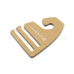 kraft paper hanger Belt Hanger, Scarf Hanger, Hangers, Luxury Packaging, Packaging Design, Packaging Ideas, Diy Home Crafts, Wood Crafts, Scarf Packaging