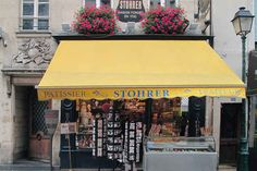 Stohrer Paris, the oldest cake shop in town