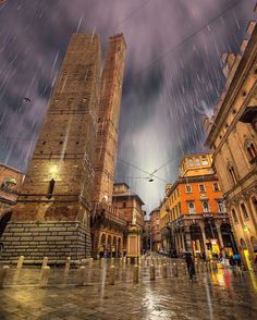 Rainy day in Bologna, Italy ! Bologna Italy, Travel Maps, Crete, Italy Travel, Big Ben, The Good Place, Beautiful Places, Places To Visit, Instagram