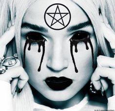 Show me how smart you are 💀 Im Poppy, That Poppy, Poppy Music, Eye Of Horus, Indie Pop, Halloween 2019, Metal Bands, Third Eye, Pereira