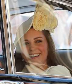 Kate Middleton Sticks With Her Signature Smoky-Eye Look For Meghan and Harry's Wedding Kate Middleton Makeup, Kate Middleton Hats, Princesa Kate Middleton, Kate Middleton Prince William, Kate Middleton Style, Prince George Alexander Louis, Prince William And Catherine, William Kate, Prince Harry And Meghan
