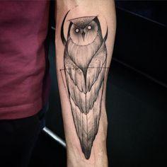 """#victormontaghini #owl #mystic #casadoartistajardins #electricink"""