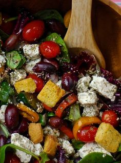 lots of delicious summery salad ideas ,also some fab bbq ones 50 Picnic Foods - a Movable Feast Recipe Collection Salad Bar, Soup And Salad, Side Salad, Cooking Recipes, Healthy Recipes, Picnic Foods, Greek Salad, Snacks, Nutrition