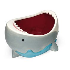 Shark Attack Bowl (17 CAD) ❤ liked on Polyvore featuring home, kitchen & dining, serveware, goldfish bowl, white bowl, gold fish bowl, white serveware and thinkgeek