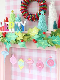 Retro Holiday Garland DIY Project - Christmas Craft Ideas - Home Decor: Free Printable Retro Ornament Holiday Garland Retro Christmas Decorations, Christmas Banners, Pink Christmas, Vintage Christmas, Christmas Holidays, Whimsical Christmas, Diy Christmas Garland, Christmas Nativity, Father Christmas