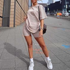 Biker Shorts Outfit Discover beige tight running shorts womens tight beige shorts womens spandex workout shorts tight shorts for running gym shorts sporty compression tights Cute Sporty Outfits, Chill Outfits, Swag Outfits, Mode Outfits, Short Outfits, Trendy Outfits, Summer Outfits, Fashion Outfits, Sporty Style