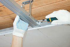 Comment calculer le prix d'une isolation de plafond en fonction de son projet : http://www.travauxbricolage.fr/travaux-interieurs/isolation-ventilation/prix-isolation-plafond/