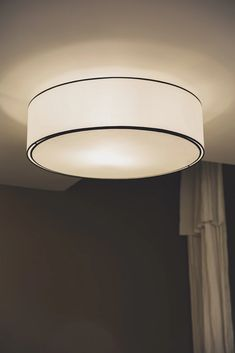 Discover recipes, home ideas, style inspiration and other ideas to try. Salon Art Deco, Studio Pilates, Wall Lights, Ceiling Lights, Interior Design Studio, Design Interiors, Studio Design, Luminaire Design, Studio Lighting
