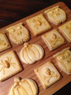 These cookies are so elegant. I'm so tired of pre-fab halloween! Vintage Halloween By Heidijo