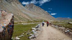 Der heilige Mount Kailash fasziniert seit jeher Besucher und Pilger aus aller Welt, lassen Sie sich von der Erhahbenheit des Berges verzaubern und lernen Sie die faszinierende Religion und Kultur Tibets kennen.