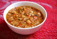 Harira sopa marroquina com grão de bico e lentilha