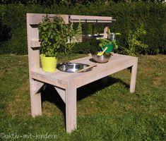 DIY: Unsere Matschküche DIY: Our Mud Kitchen - Active with children Diy Outdoor Furniture, Farmhouse Furniture, Diy Furniture, Furniture Projects, Furniture Design, Diy Kitchen Projects, Garden Projects, Diy Projects, Garden Ideas