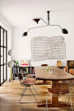 Get inspired by these dining room decor ideas! From dining room furniture ideas, dining room lighting inspirations and the best dining room decor inspirations, you'll find everything here! Beautiful Dining Rooms, Interior Decorating, Interior Design, Decorating Ideas, Luxury Interior, Room Interior, Decor Ideas, Contemporary Interior, Retro Home Decor