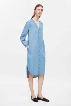 COS image 4 of V-neck denim shirt dress in Sky Blue Midi Klänningar d73908dbe9ffc