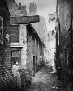 Old Vennel Off High Street, London, photo by Thomas Annan (British, Welcome to Victorian Glasgow, take a step back in time and wonder down the lives and events of Glasgow's Victorian Era. Victorian London, Victorian Life, Victorian Street, Vintage Pictures, Old Pictures, Old Photos, Old Pics, Mary Shelley, Old Street