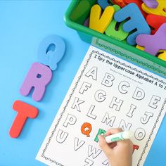 With these I Spy Scavenger Hunt ABC Games Alphabet Printables preschool and kindergarten students get to practice learning the alphabet in a fun way! Preschool Scavenger Hunt, Preschool Literacy, Preschool Lessons, Teaching Phonics, Preschool Printables, Early Literacy, Kindergarten Worksheets, Preschool Ideas, Teaching Tools