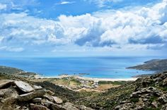 Ios Greece is an iconic island of southern Greece. A home to pristine beaches, beautiful crystal-blue waters, a mythological history, and dramatic crags. Paros, Mykonos, Sports Nautiques, Trip Planning, Mythology, Greece, Things To Do, Europe, Island