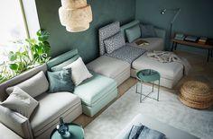 April är en fantastisk månad för oss på IKEA. Då har vi  nämligen en massa nyheter att presentera. Bland annat den superflexibla soffserien  VALLENTUNA som med sina sitt- och sovmoduler ger dig oändliga möjligheter att kombinera som du vill. Kombinationen på bilden är en 5-sits soffa med bädd för  17.400:-. DELBETALA  1.467:-/månaden.  Läs mer om IKEA DELBETALA här »  Kika på hela serien VALLENTUNA här »