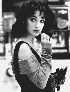 """Veronica Sawyer: Nihilistic Generation X teeny bopper begins a body count when her angst & pressures to be part of the popular group prove too much. A """"Folie à deux"""" she gets from her murderous boo. Portrayed by Winona Ryder) Grunge Goth, Winona Ryder Heathers, Veronica Heathers, Jimi Hendrix, Winona Forever, Heathers The Musical, Nastassja Kinski, Best Of Tumblr, Figure Drawings"""
