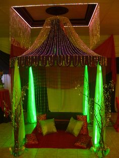 Lit-up tent this would be great on my deck! Festa Tema Arabian Nights, Arabian Nights Theme, Arabian Party, Arabian Decor, 18th Party Ideas, Creative Party Ideas, Sweet 16 Decorations, School Decorations, Egyptian Party