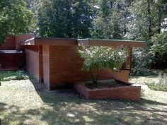 Affleck House, Bloomfield Hills MI, a design by Frank Lloyd Wright Usonian House, Frank Lloyd Wright Homes, Bloomfield Hills, Clerestory Windows, Radiant Floor, Flat Roof, Interior And Exterior, Home And Family, House Design