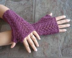 #87 One Skein Lace Fingerless Gloves PDF Knitting Pattern #knitting #SweaterBabe.com