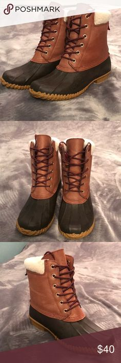 Winter boots Gently used snow boots Tommy Hilfiger Shoes Winter & Rain Boots