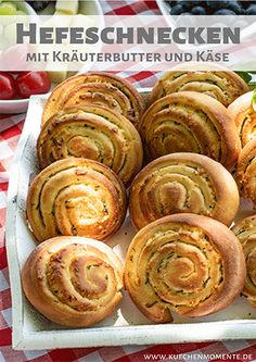 Kräuterbutter-Käse-Schnecken Fluffy snails from yeast dough hearty filled with herb butter and cheese. Tasting warm and cold. Perfect as a barbecue, for garden parties, buffet or as a snack on the go. Butter Cheese, Herb Butter, Fiber Rich Fruits, Nutritional Yeast Recipes, Grill Party, Healthy Body Weight, Pudding Desserts, Raw Vegetables, Burger Buns