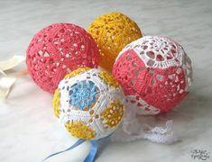Crochê Gráfico: Bolas de Natal em crochê endurecido