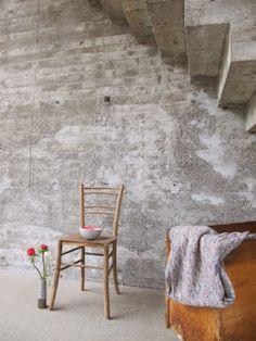 Industrieel interieur - industriële woonkamer - beton - betonlook behang - industriële muur