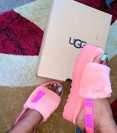 Fancy Shoes, Pretty Shoes, Me Too Shoes, Sneakers Fashion, Fashion Shoes, Fluffy Shoes, Ugg Sandals, Aesthetic Shoes, Hype Shoes