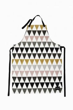 Organic cotton multi coloured Triangle Apron, by Ferm Living with crisp geometric design , for those super stylish, particular & precise cooks amongst us. Best Wedding Presents, Best Gifts For Mom, Golden Triangle, Textiles, Kitchen Aprons, Triangle Pattern, Triangle Print, Decoration Design, Vintage Design