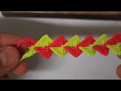 tutorial pulsera punto escama Es.PandaHall.com - YouTube
