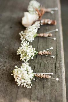 Baby's Breath Button Holes - gorgeous rustic baby's breath boutonnieres, perfect for a rustic autumn barn wedding // see more baby's breath styling ideas for your wedding at www.victoriamillesime.co.uk