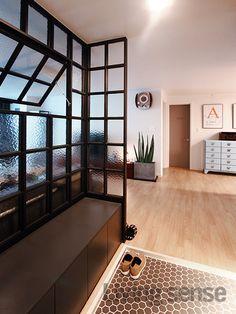 프레임이 큰 금속 격자 파티션과 바닥에 작은 헥사곤 타일을 매치해 크기의 대비를 줘 재미있게 연출했다. 가벽은 격자 프레임에 창을 한번 내어 실용적으로 디자인했다. 파티션 밑에 스툴장을 설치해 수납공간도 확보했다. 시공 삼플러스디자인 Cafe Interior, Living Room Interior, Home Interior Design, Interior Styling, Interior Decorating, Glass Partition Wall, Room Divider Bookcase, Cute Room Decor, Entrance Design