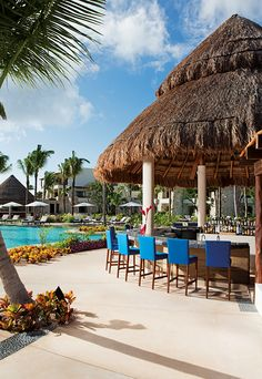 Swing by the Sugar Reef bar for daily refreshments and stunning views of the pool.
