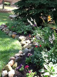 Small Rock Garden Ideas, Rock Garden Design Ideas, Rock Garden Ideas for Shaded Areas River Rock Landscaping, Landscaping With Rocks, Front Yard Landscaping, Landscaping Ideas, Mulch Landscaping, Garden Edging, Garden Borders, Easy Garden, Landscape Edging