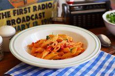 Vegan Pasta, Thai Red Curry, Penne, Quiche, Pizza, Chili, Ethnic Recipes, Kitchen, Food