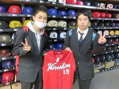 【ベースボール館】2015.03.10 野村選手のユニフォームをご購入いただきました☆今年も、カープで活躍できると良いですね\(^o^)/またのご来店お待ちしております♪♪