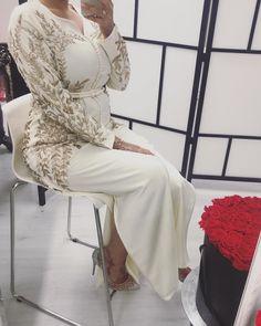 Maghrebi Beauty | Algerian | Noor O. Martinius Moroccan Caftan, Moroccan Style, Caftan Dress, Hijab Dress, Hijab Fashion, Fashion Dresses, Afghan Dresses, Traditional Dresses, Fashion Details
