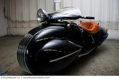 1930 Custom Henderson Streamline motorcycle was built off a Henderson KJ by Orley Ray Courtney, and restored by Frank Westfall of Syracuse, New York. #motorcycle #henderson #custom #streamline #artdeco #1930