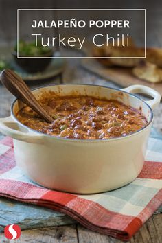 Spice up your chili with this simple Jalapeno Popper Turkey Chili recipe. This soup is full of flavor and only takes 25 minutes to whip up. Heat up your dinner with this easy chili recipe today! Chili Recipes, Slow Cooker Recipes, Crockpot Recipes, Soup Recipes, Cooking Recipes, Dinner Recipes, Dinner Ideas, I Love Food, Recipes