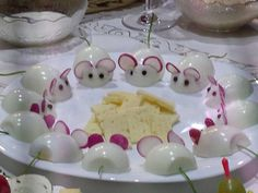 Mice and cheese appetizers Cute Food, Good Food, Yummy Food, Tasty, Cheese Appetizers, Appetizer Recipes, Seafood Appetizers, Appetizer Ideas, Easter Recipes
