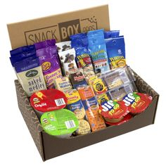 This variety snack mix features individually packaged snacks for on-the-go like Kar's Sweet 'n Salty Mix, Pringles, Kashi bars, and more. Snacking is made easy with the On-The-Go Snack Box! Best Friend Gifts, Gifts For Friends, Diy Birthday, Birthday Gifts, Friend Birthday, Wine Gift Baskets, Best Gift Baskets, Basket Gift, Snack Box