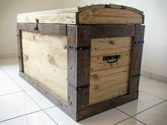 #PALLETS: Chest made from up-cycled pallets - http://dunway.info/pallets/index.html