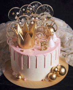 Cake from pilvilinnan_anna . Beautiful Birthday Cakes, Beautiful Cakes, Amazing Cakes, Elegant Birthday Cakes, Cute Cakes, Pretty Cakes, Gateau Baby Shower, 21st Birthday Cakes, Birthday Cake Crown