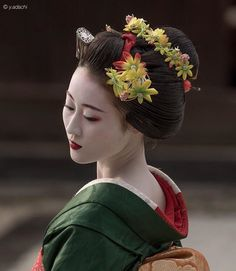 Geisha Makeup, Geisha Art, Japanese Culture, Japanese Art, Kimono Japan, Memoirs Of A Geisha, Asian Tattoos, Japanese Characters, Japan Photo