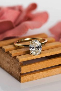 Bague de Fiançailles Tendance : 30 Simple Engagement Rings For Girls Who Love Classic simple engagement r Engagement Solitaire, Wedding Rings Solitaire, Beautiful Engagement Rings, Rose Gold Engagement Ring, Bridal Rings, Princess Wedding, Engagement Ring Meaning, Wedding Engagement, Vintage Engagement Rings