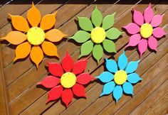 Outdoor Wall Art, Red Yellow Flower Decor for Patio or Porch,Tropical Outdoor Decor for Pool, Housew Gender Reveal Decorations Diy, Tropical Outdoor Decor, Garden Wall Art, Outdoor Wall Art, Outdoor Flowers, Wooden Flowers, Pallet Creations, Wooden Crafts, Flower Making